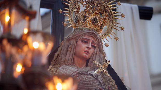 La Virgen de la Soledad, durante su procesión