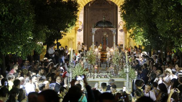 La Virgen de la Fuensanta, en el Patio de los Naranjos