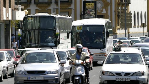 UGT amenaza con paros en el transporte escolar si no se subsanan las irregularidades de contratación