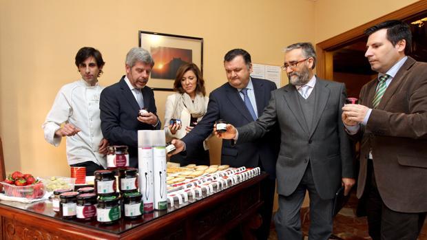 Presentación de productos de Bodegas Robles en la Delegación del Gobierno