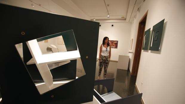 Varias de las obras de Juan Cuenca en la sala Vimcorsa de Córdoba