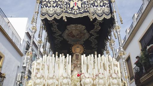 La Virgen de la Amargura, durante su procesión