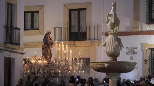 La virgen del Amparo, durante su procesión