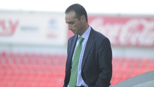 El entrenador del Córdoba CF, José Luis Oltra, esta tarde en El Alcoraz de Huesca