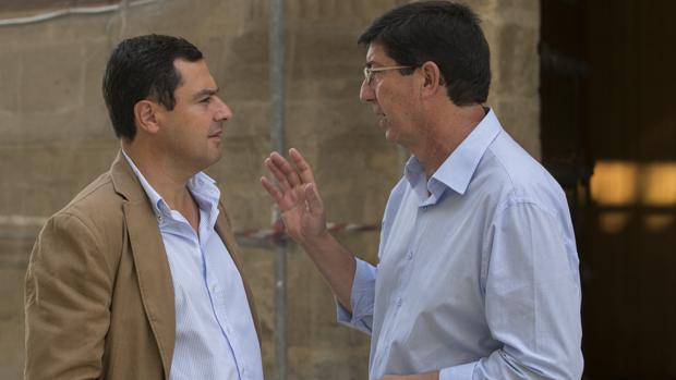 Juanma Moreno (PP) y Juan Marín (C's), esta semana en el Parlamento
