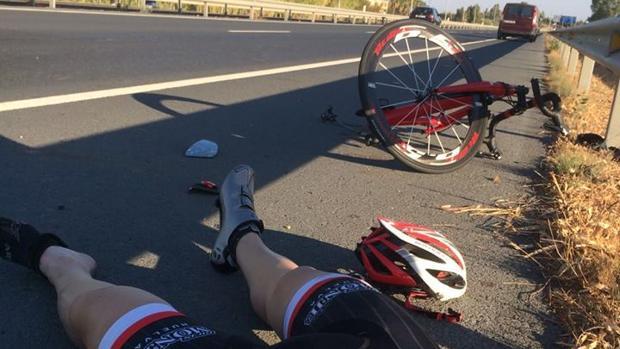Imágenes con las que los ciclistas denuncian el atropello