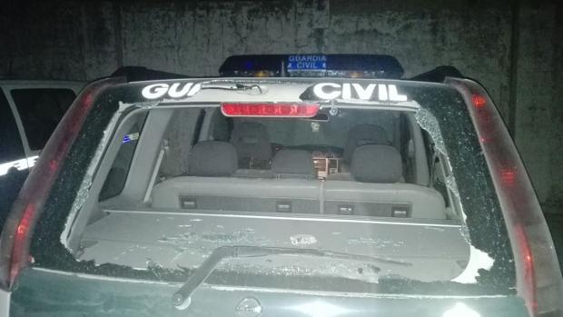 El coche patrulla apedreado