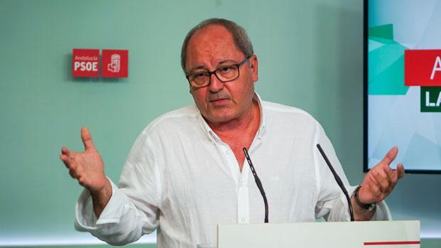 Juan Cornejo durante la comparecencia ante los medios este lunes por la mañana