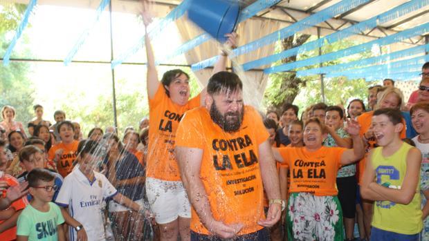 Un momento del acto celebrado en Doña Mencía contra la ELA