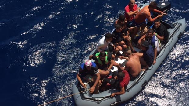 Patera con immigrantes interceptada en laguas de Almería