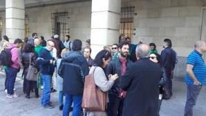 El portavoz de Podemos en la Diputación de Sevilla increpó a Chaves y Griñán en los juzgados