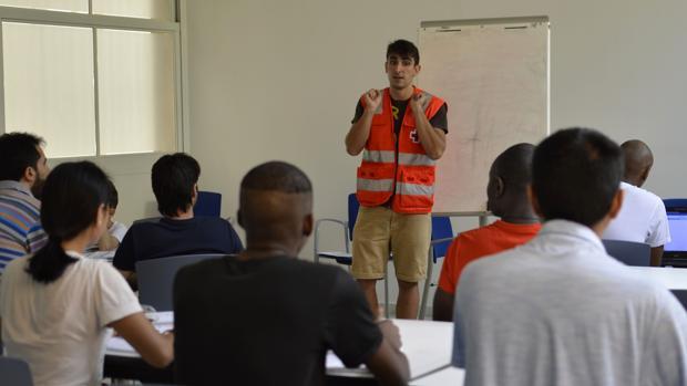 Una de las aulas de trabajo de Cruz Roja con refugiados en Córdoba