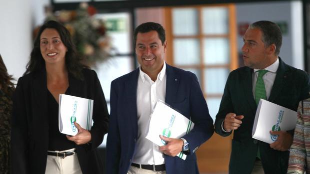 Juanma Moreno acusa a Susana Díaz de «cobardía» por pedir la salida de Rajoy