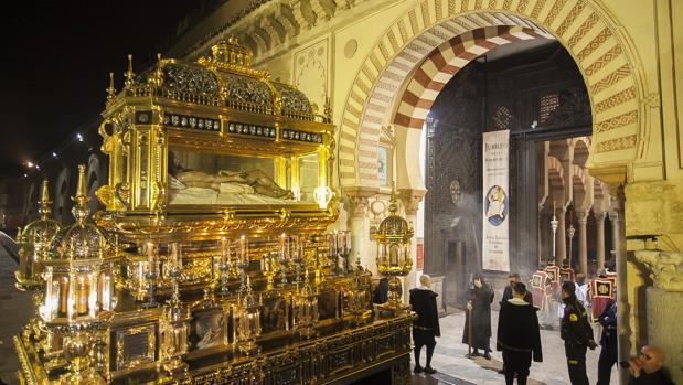 El Sepulcro, a su paso por la Catedral