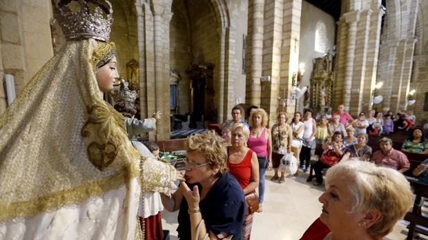 Besamanos de la Virgen de los Remedios en San Lorenzo