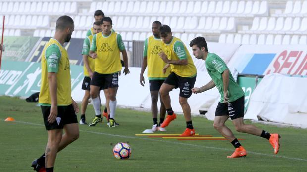 La plantilla del Córdoba, en un entrenamiento