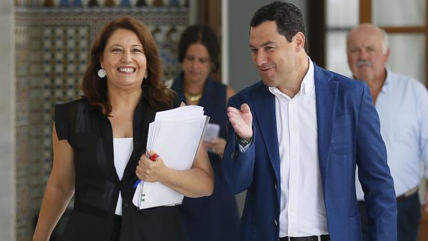 La portavoz parlamentaria del PP andaluz, Carmen Crespo, junto al presidente del PP-A, Juanma Moreno
