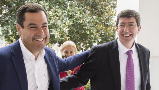 El lídel del PP-A y el de Ciudadanos ayer en el Parlamento