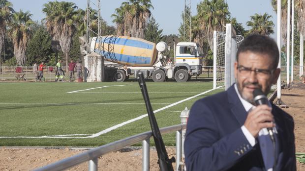 Imagen de Javier Jiménez y los nuevos campos de la Ciudad Deportiva Rafael Gómez
