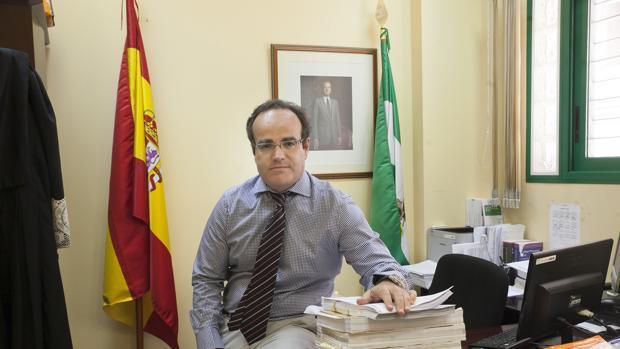 El juez Antonio Fuentes, en su despacho