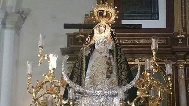 La Virgen de la Soledad de Huelva con la peana de la Virgen de Carmen