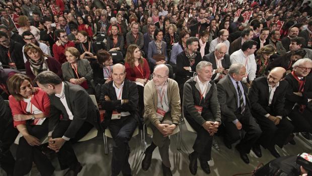 La primera fila del 38 Congreso, que se celebró en Sevilla en 2012 y enfrentó a Chacón con Rubalcaba