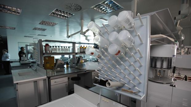 Interior del laboratorio de la planta de Pérez Giménez en Almodóvar del Río