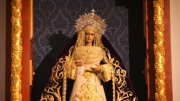 María Santísima de la Amargura en su retablo