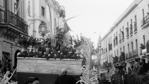 La primitiva hermandad de la Borriquita, durante su procesión