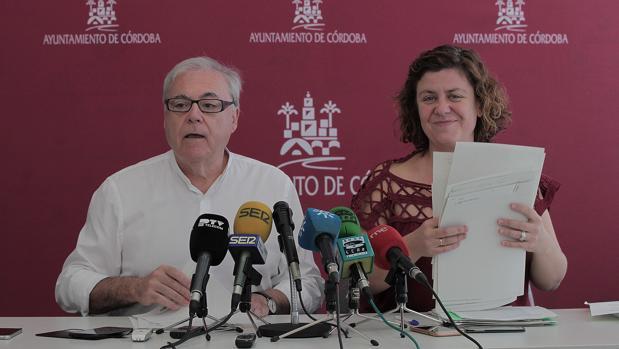 Emilio Aumente y Alba Doblas en la presentación de las ordenanzas
