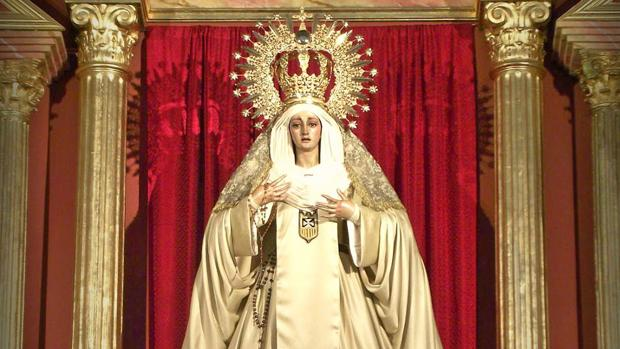 La Virgen de la Merced ataviada con el hábito mercedario