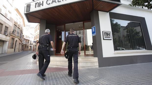 Policía Nacional controlando hoteles y establecimientos del centro