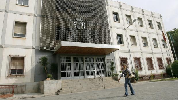 Fachada principal de los Juzgados de Córdoba