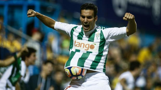 Alfaro celebra el gol del triunfo ante el Alcorcón en Santo Domingo