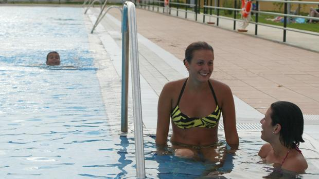 Imagen de una de las piscinas del campus de Rabanales