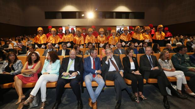 Representantes institucionales en la apertura del curso de Loyola