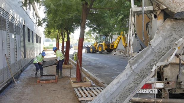 Obras en una calle de Córdoba