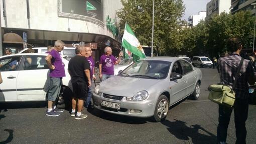 Miembros del círculo de Podemos Poniente en la protesta