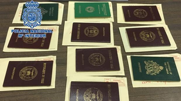 Pasaportes incautados por la Policía