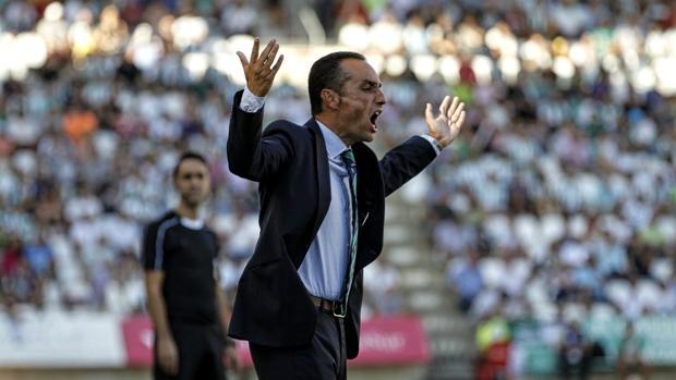 José Luis Oltra durante el choque