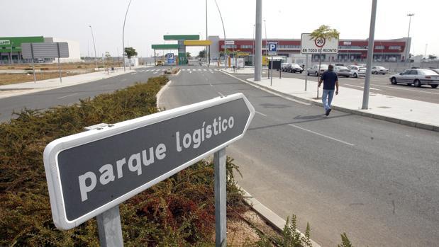 Vial de acceso al Parque Logístico de Córdoba en la A-431