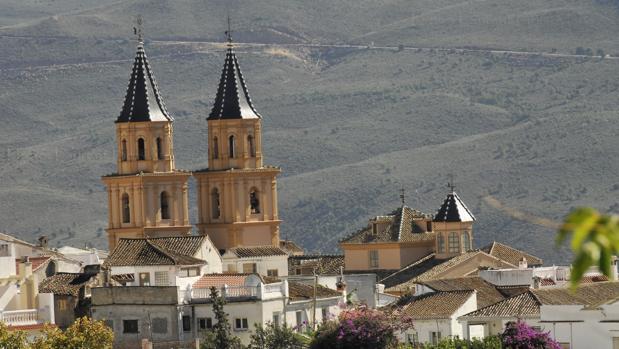Imagen de las dos torres gemelas de la localidad granadina
