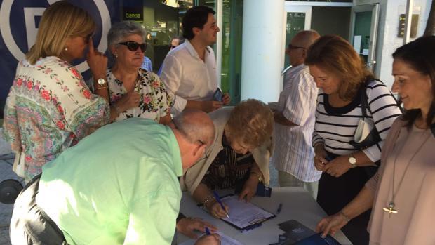 Mesa de recogida de firmas este miércoles en Ciudad Jardín