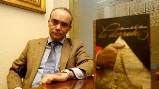 Francisco Bocero, con un ejemplar de su libro