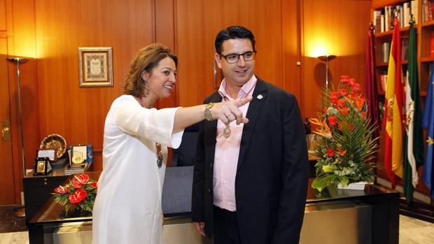 Isabel Ambrosio y Pedro García en un pleno municipal