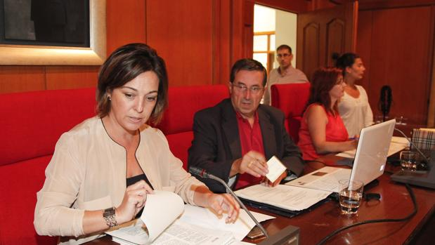 Ambrosio junto al secretario del Pleno, Valeriano Lavela