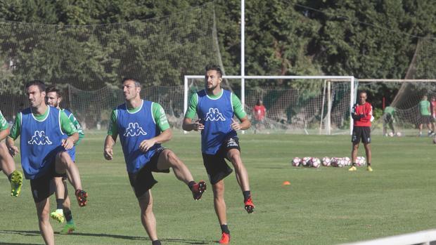 José Luis Oltra observa un entrenamiento