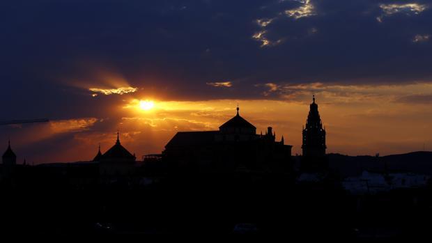 Atardecer con la Mezquita-Catedral a contraluz