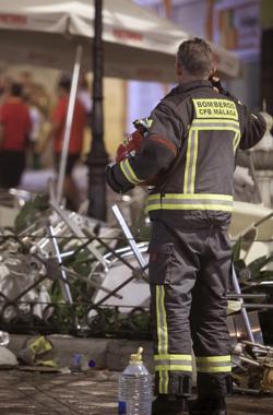 Un bombero en el lugar del suceso