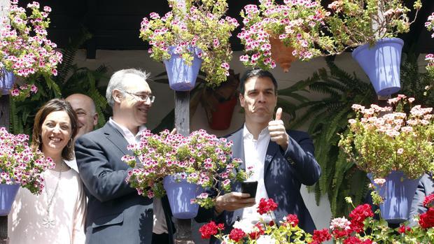 Pedro Sánchez, con Durán y Ambrosio, en los Patios el 15 de abril